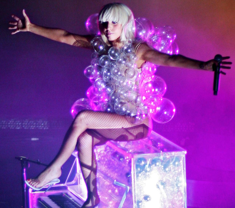 lady_GaGa_vestido_con_burbujas